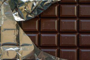 Tafel Schokolade halb offen, Image by jacqueline macou, pixaby